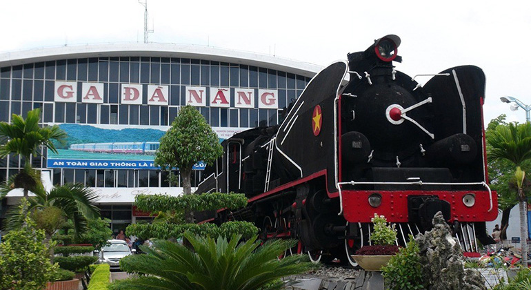 Hoi An to Hue train - Danang Train Station
