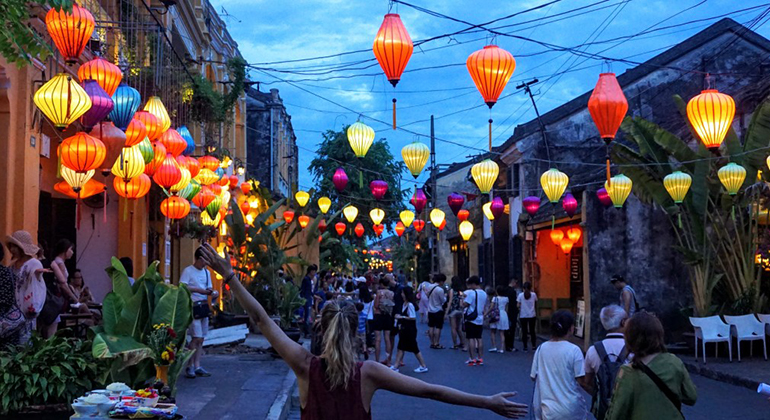 Things to do in Danang and Hoi an - Walk around Hoi An Old Town