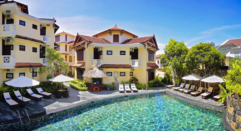 Where to stay in Hoi an: Beach or Town? - Lotus Hoi An Boutique Hotel and Spa
