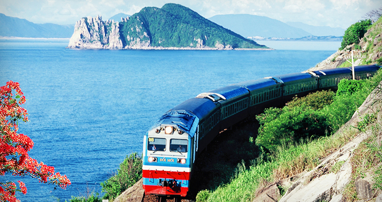 Is there a Train Nha Trang to Hoi An?