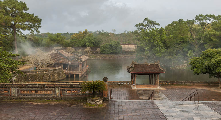 hue sightseeing by private car 2
