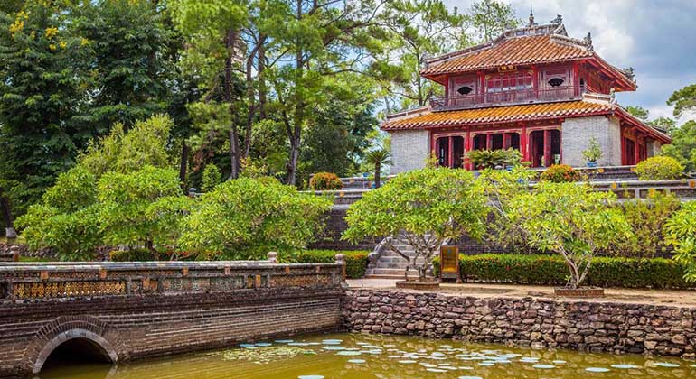 hue sightseeing by private car 3