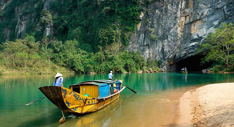 Dong Hoi to Phong Nha cave by private car 3
