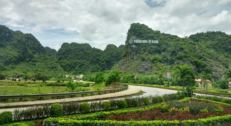 Dong Hoi to Phong Nha cave by private car 5