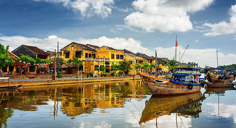transfer from Dong Hoi to Hoi An private car 1