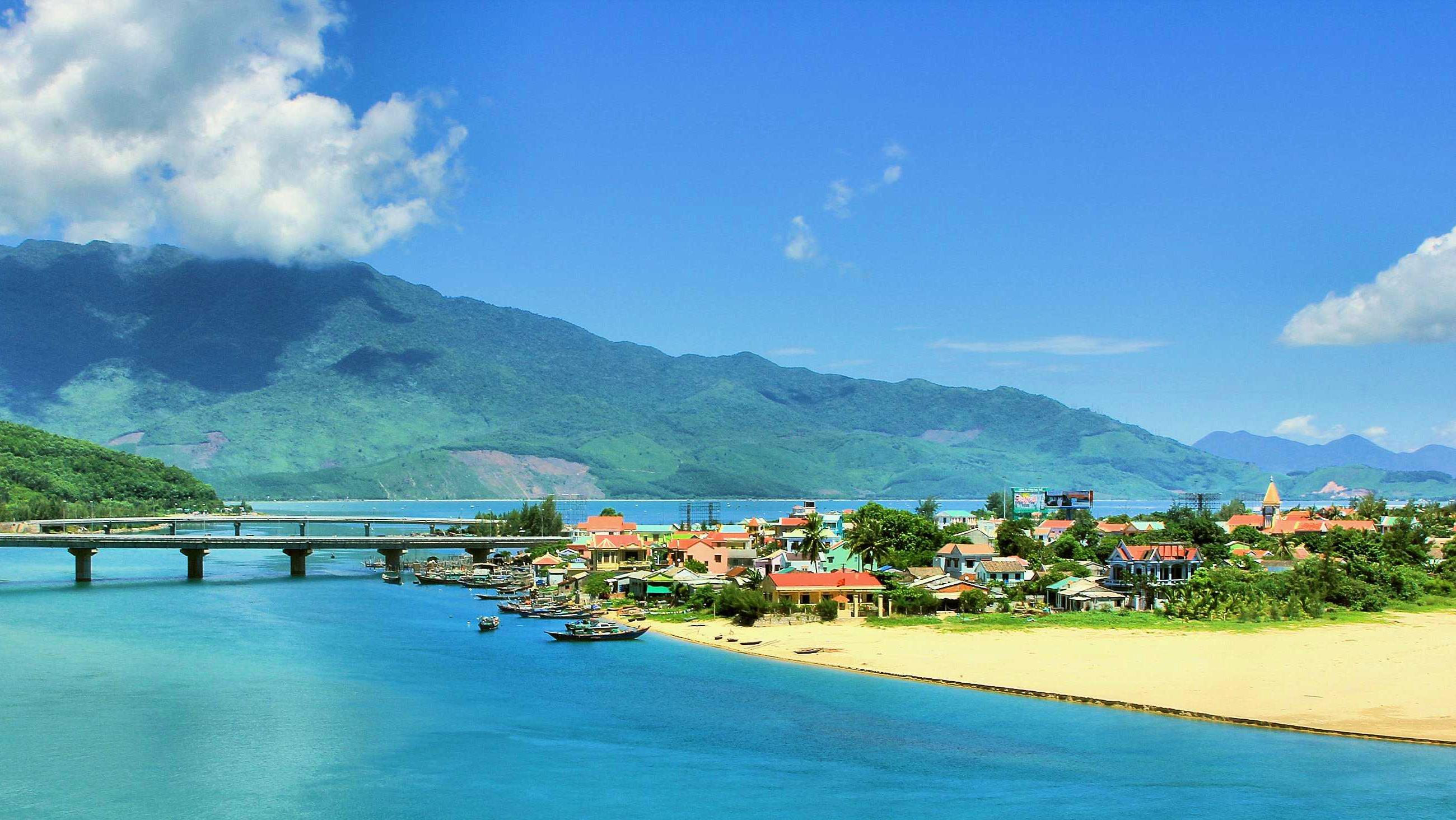 Hue city tour from Hoi An or Danang - Lang Co beach