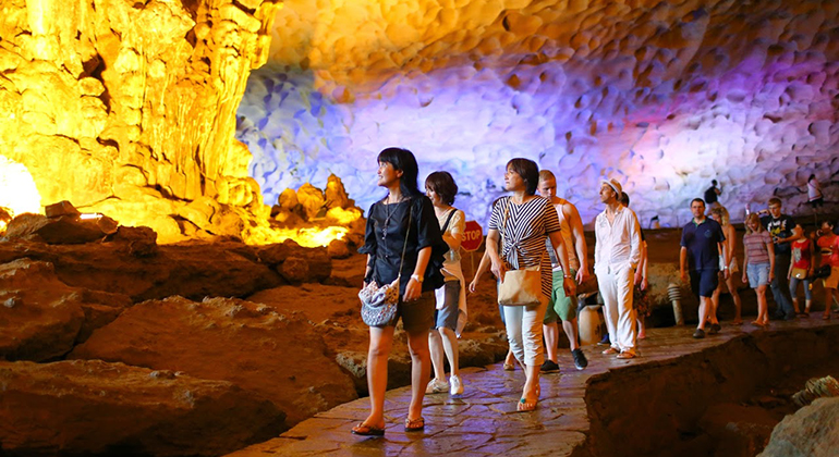 Alova Day Cruises 1 day - Thien Cung cave